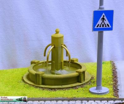 Dorfbrunnen für die Gartenbahn - mit Pumpe und zum Betrieb mit echtem Wasser!